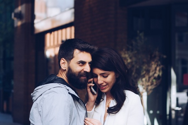 5 Calm Ways to Deal with Infidelity in a Seemingly Happy Relationship