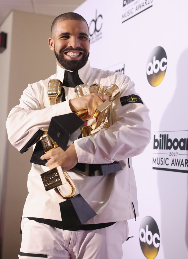 Drake Makes History As He Becomes First Artiste To Hit 10 Billion Streams On Apple Music