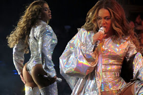 Beyoncé Faunts Her Famous Derriere On Stage