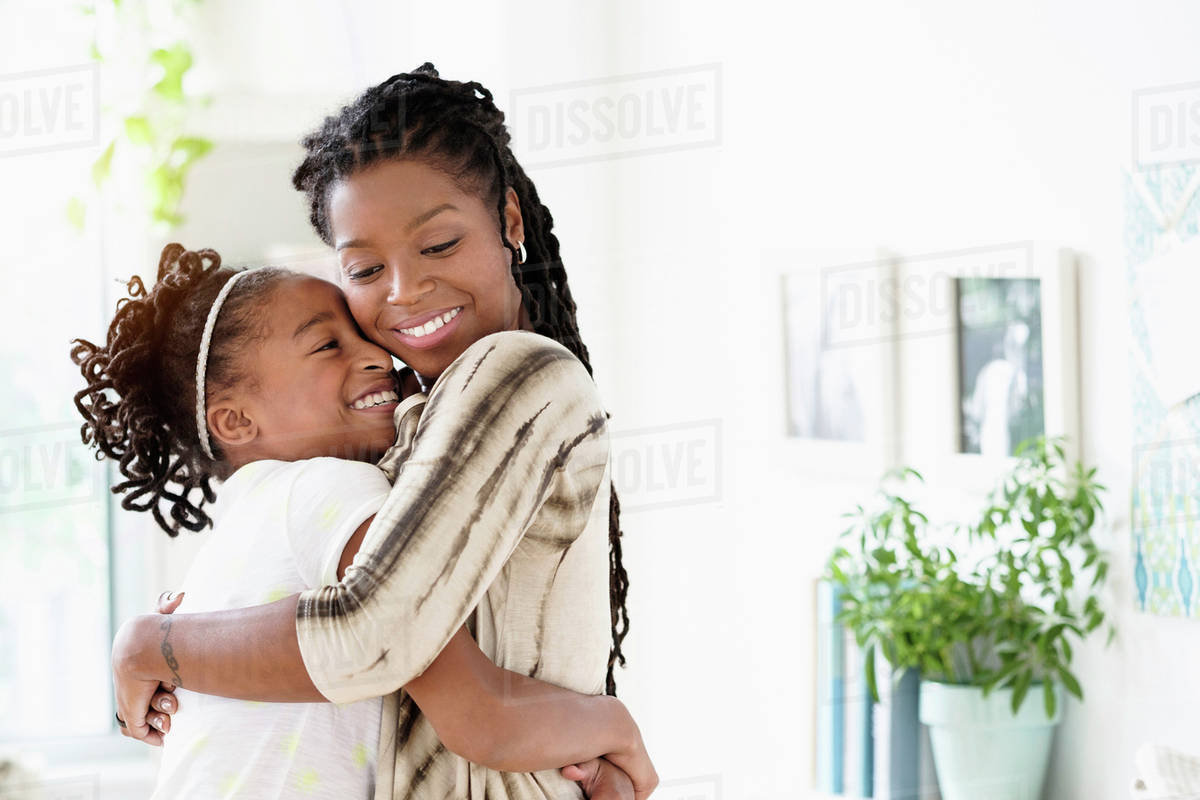 10 Ways to Strengthen Your Mother-Daughter Relationship