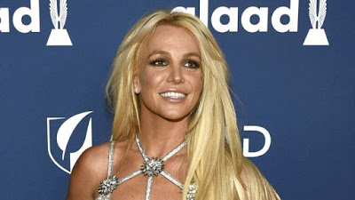Britney Spears 'Checks Herself Into Mental Facility