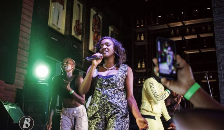 "Simi Delivers A Stunning Rendition Of ""Omo Charlie Champagne"" Live On Industry Nite Stage"