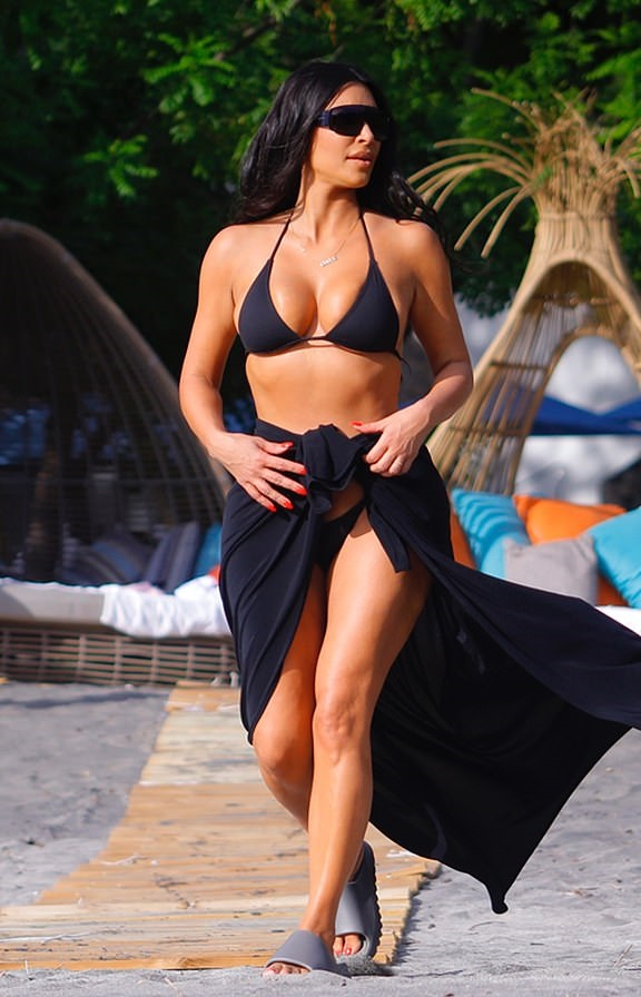 Kim parades her killer curves on family holiday