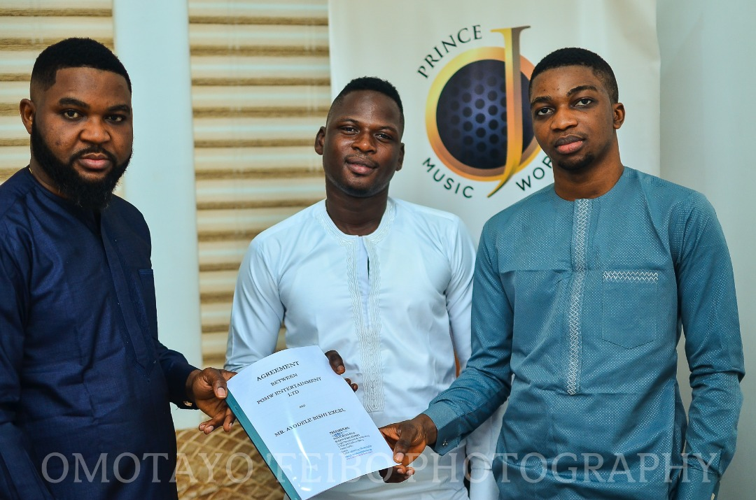 "NIGERIAN SINGER "" AYO BISHI "" INKS RECORD DEAL WITH ""PRINCE OJ MUSIC WORLD (POMW)."""