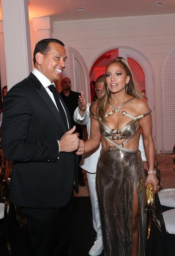 Alex Rodriguez buys JLo a 2019 Porsche 911 GTS as she turns 50 (photos)