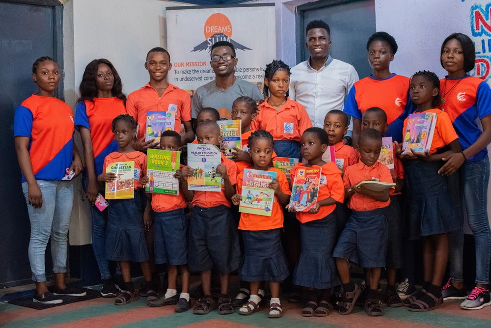 Babalola Idowu Foundation gives out scholarships in Ajegunle!