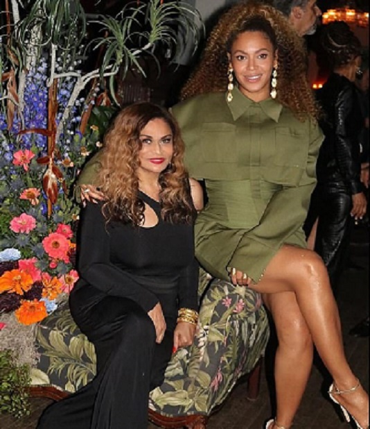 Beyonce poses with mum, Tina Lawson in new photo