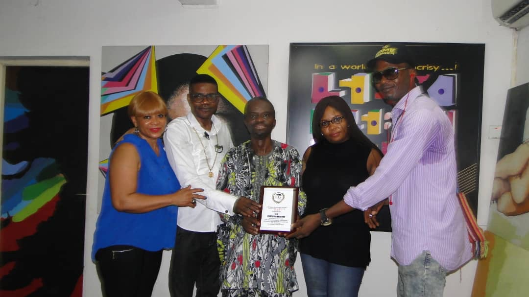 Lemi Gharioku receives The Lifetime Achievers Award from CIG