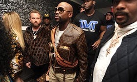 Mayweather and man get into a row over photo, greeting