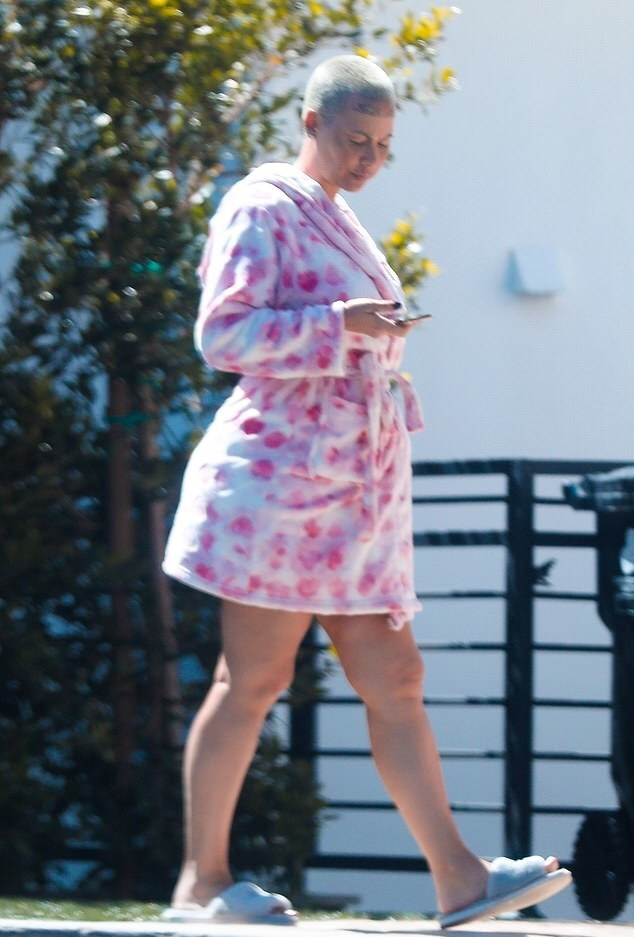 Amber Rose takes a walk in bath robe and fluffy slippers as coronavirus lockdown continues in LA