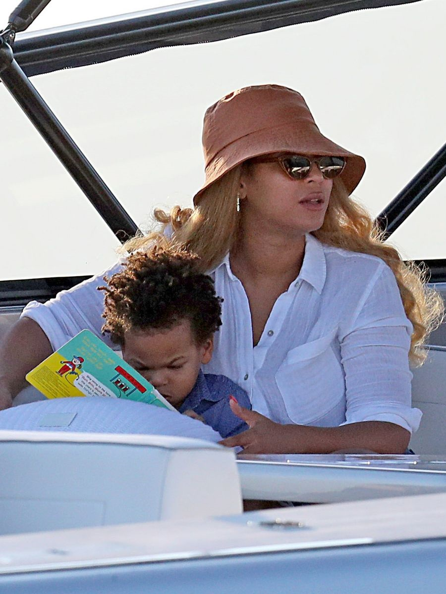 Photos: Beyonce and Jay-Z seen on holiday with their children