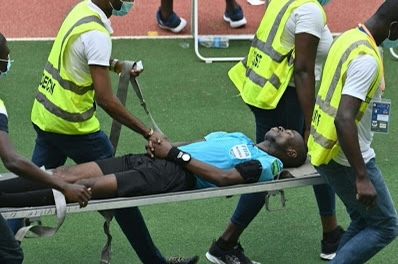 #Afcon2020 : Ghanaian referee collapses during Ivory Coast vs Ethiopia