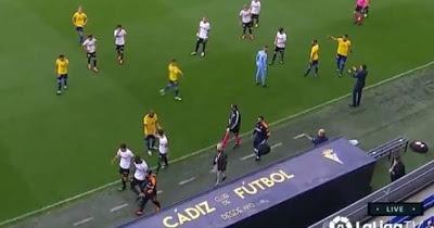 Racism: Valencia players walk off pitch against Cadiz