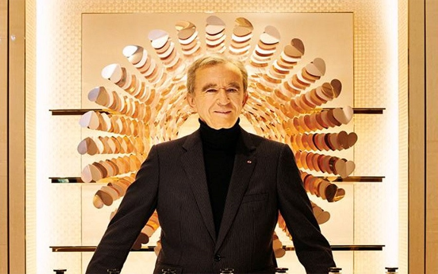 French fashion tycoon, Bernard Arnault overtakes Jeff Bezos to become the world's richest man after his net worth climbs to $186 billion