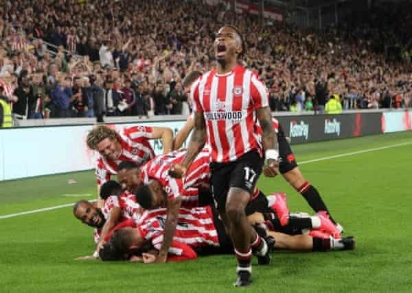 Brentford celebrate their return to premier league after 74 year absence with 2-0 win over Arsenal